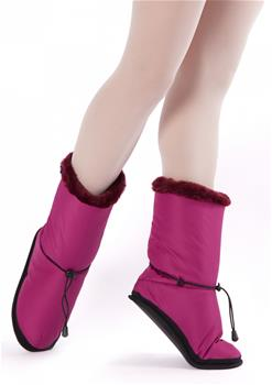 The impressive looking and light boots invisibly embrace your feet with warmth and coziness.